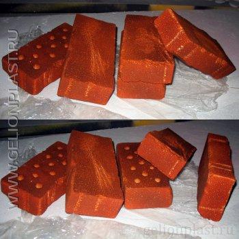 Оранжевые кирпичииз пенопласта в натуральную величину
