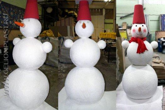 Снеговик из пенопласта.