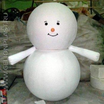Маленький снеговик из пенопласта