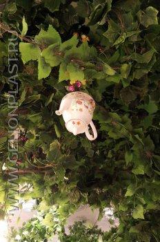 Чайник на пенопластовом дереве