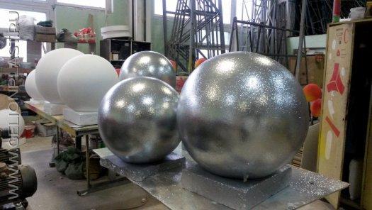 Большие подвесные серебристые шары для большой новогодней елки