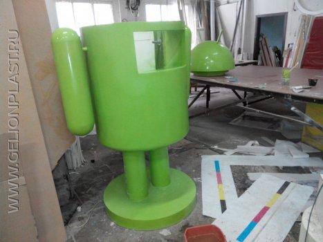 Большой объемный логотип Android - зеленый робот из пенопласта с экраном