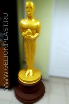 Золотая статуя из пенопласта