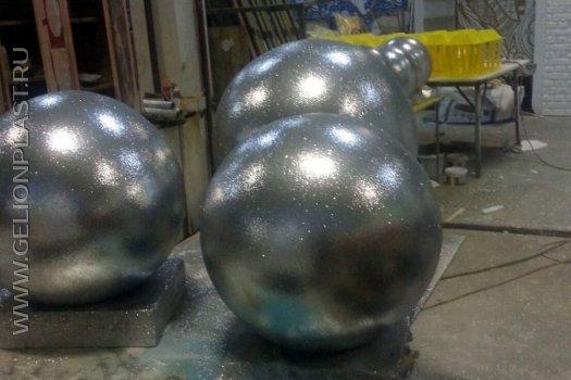 Большие серебристые шары