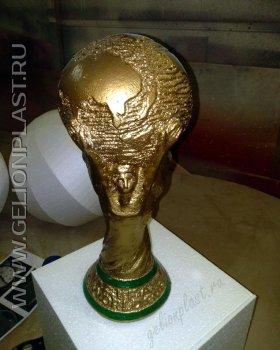 Макет золотого кубка из пенопласта к чемпионату мира по футболу 2018