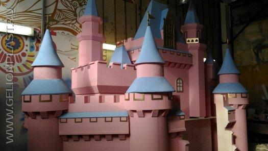 Сказочный замок из пенопласта