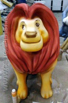 Лев из пенопласта