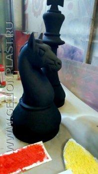 Шахматные фигуры: черный Конь из пенопласта