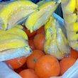 Бананы и апельсины из пенопласта