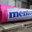 """Огромные упаковки """"Ментос"""" из пенопласта"""